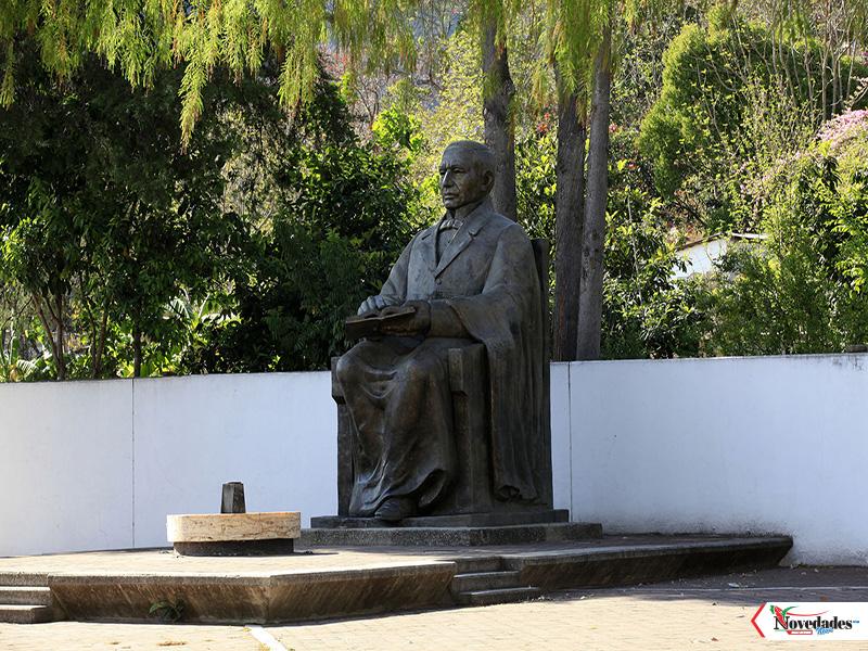 Benito Juarez estatua1