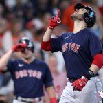 Martínez y Devers pegan grand slams y Red Sox iguala serie ante Astros